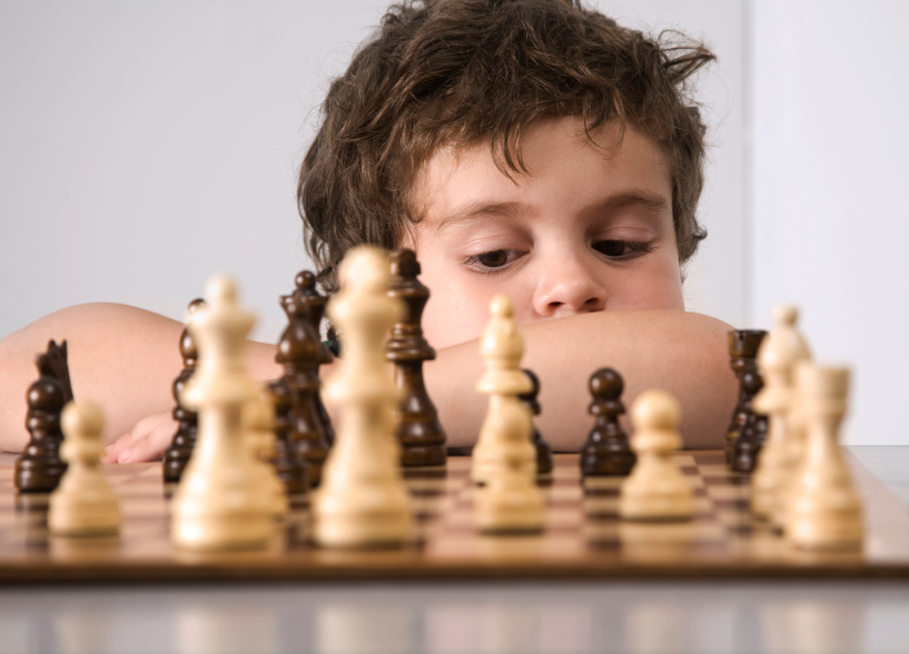 image Teaching kindergarten kids to play chess
